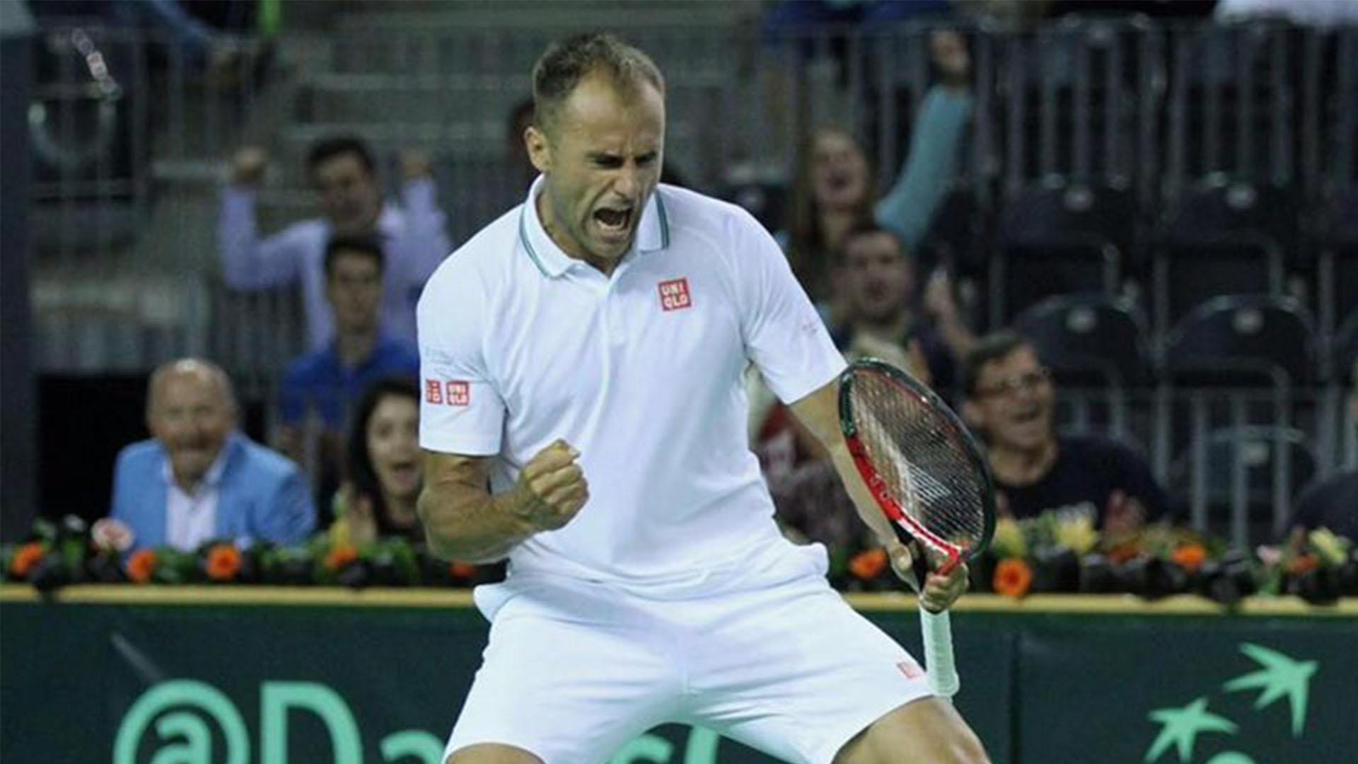 Marius Copil in timpul meciului din Cupa Davis impotriva Spaniei
